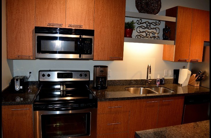 Full Size Appliances with Granite counters